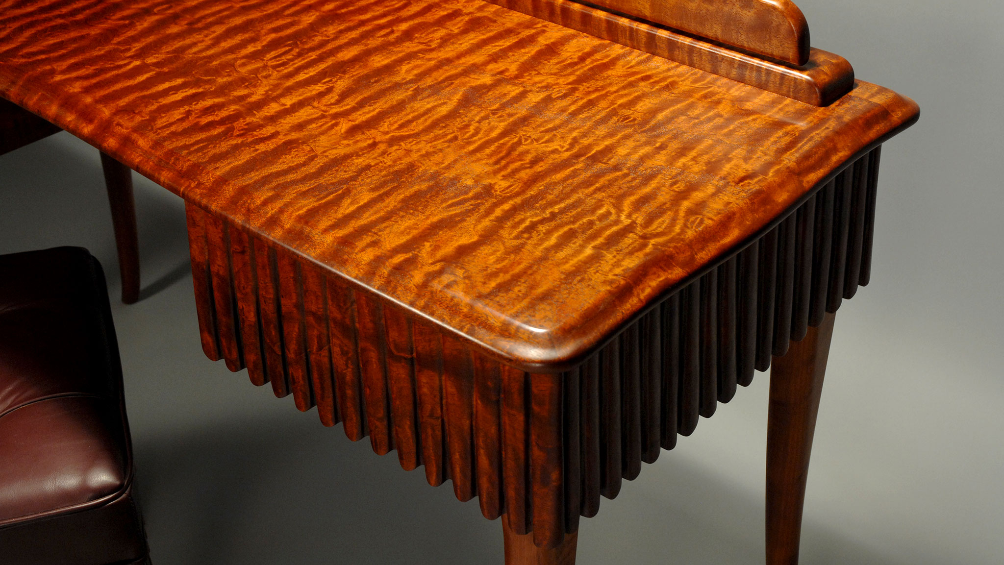 Superieur Detail Quilted Mahogany Dressing Table